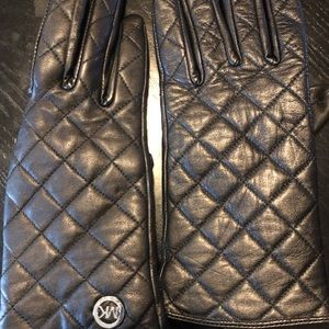 PREOWNED MICHAEL KORS LEATHER BLACK LADIES GLOVES